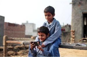 Indian school boys with mobile FaktGujarati