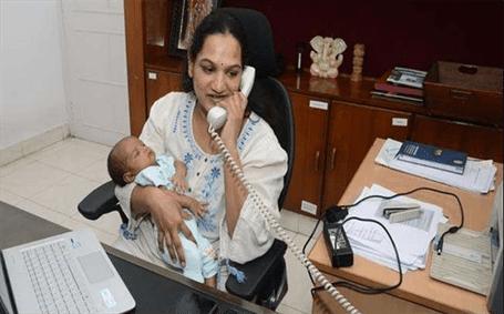 IAS અધિકારી 22 દિવસના બાળક સાથે ઓફિસ પહોંચ્યા, ખેરેખર સલામ છે આવા અધિકારી ને