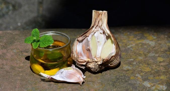 garlic-oil-benefits-for-skin-and-hair